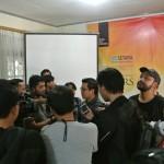 Direktur Eksekutif SETARA Institute Ismail Hasani memberikan keterangan kepada wartawan usai konferensi pers Laporan Kinerja MK 2018-2019 pada Minggu, (18/8/2019) di SETARA Institute. Foto: SETARA Institute