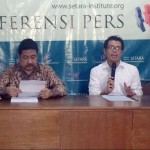 Direktur Setara Institute Ismail Hasani (kanan) mengatakan, dari 121 putusan MK, 5 di antaranya dinilai negatif. Foto: CNN Indonesia/Rinaldy Sofwan Fakhrana.