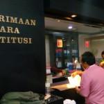 Pengacara dari Sholeh and Partners, Muhammad Sholeh, mendaftarkan uji materi terkait investasi dana haji di Undang-Undang nomor 34 tahun 2014 tentang Pengelolaan Keuangan Haji ke Mahkamah Konstitusi, Jakarta, 9 Agustus 2017. Foto: TEMPO/Ahmad Faiz.