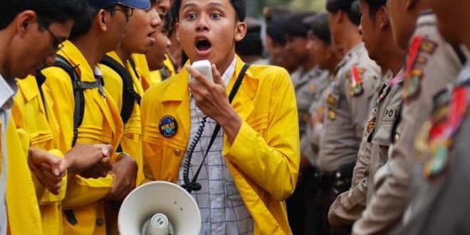 (Bahasa Indonesia) RAPUHNYA PILAR DEMOKRASI DI KAMPUS: KRITIK MAHASISWA BAGIAN DARI MORAL FORCE DAN SOCIAL CONTROLS